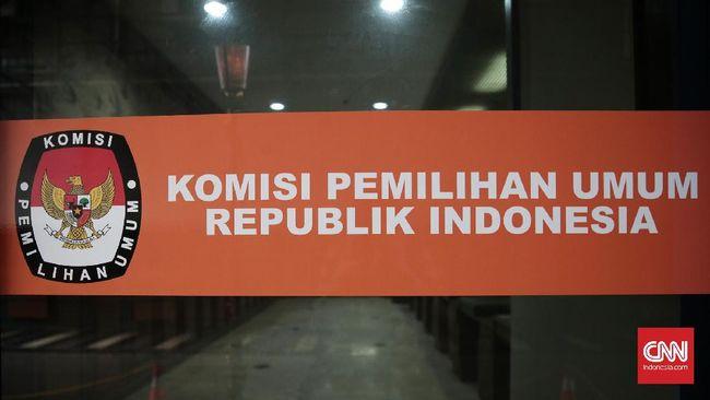 KPU melarang partai politik memasang wajah mantan presiden dan tokoh nasional di alat peraga kampanye, termasuk foto pendiri NU dan Muhammadiyah.