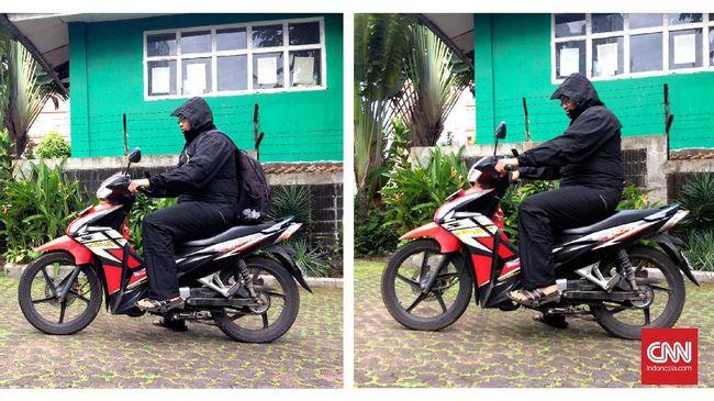Supaya kita tetap aman berkendara sepeda motor saat musim hujan, ada baiknya simak beberapa tips berikut.