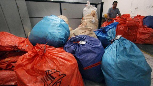 KPPU Medan mencium persaingan usaha tak sehat dalam bisnis jasa pengiriman. Salah satu anak usaha maskapai penerbangan ditengarai mematok tarif tak lazim.
