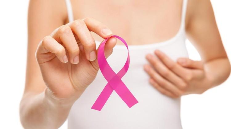 Para Bunda wajib tahu nih bagaimana cara tepat mendeteksi dini kanker payudara.