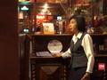 Cerita Pelayan Bar Senior Jaga Tata Krama Pengunjung