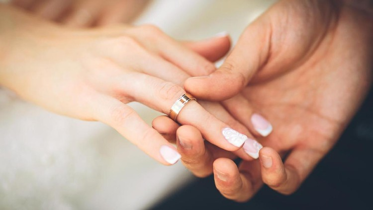 Aku menikah diam-diam, tapi kini aku merasa amat tersakiti dan bingung harus apa.
