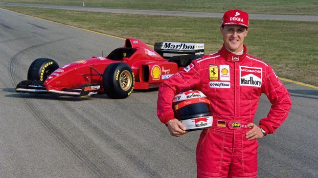 German Formula One driver Michael Schumacher presents the new Ferrari F310 on the Ferrari race tracks, on February 4, 1996, in Maranello, before the 96 Championship. / AFP PHOTO / GERARD JULIEN
