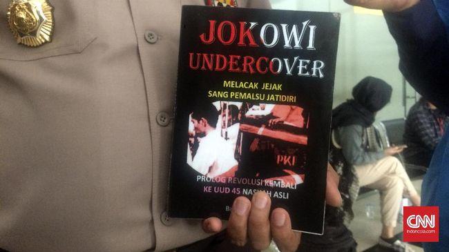 Warga yang masih membeli, menjual, atau menyebarluaskan buku Jokowi Undercover bisa terkena sanksi pidana dari pihak kepolisian.