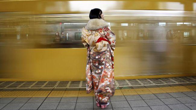 Takako Yoshino berhasil memecahkan rekor dunia pemilik obi terbanyak dengan jumlah 4.516 buah.