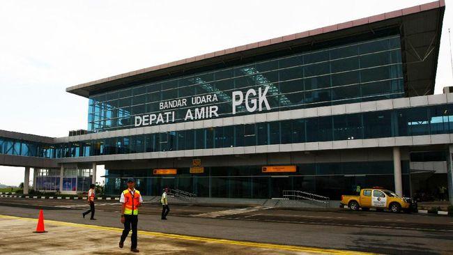 Kementerian Perhubungan mendukung pencapaian target 15 juta wisatawan tahun ini, dengan mempercepat pembangunan bandara di kawasan wisata.
