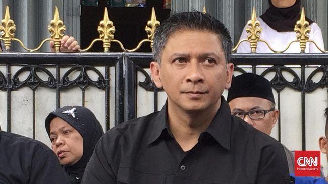 Iwan Budianto punya karier yang cemerlang di dunia sepak bola Indonesia. Perjalanannya dimulai dari suporter setia Arema hingga menjadi orang nomor satu PSSI.