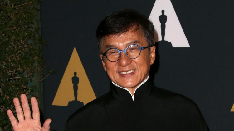 HOLLYWOOD, CA - NOVEMBER 12:  Honoree Jackie Chan attends the Academy of Motion Picture Arts And Sciences' 8th annual Governors Awards at The Ray Dolby Ballroom at Hollywood & Highland Center on November 12, 2016 in Hollywood, California.  (Photo by Frederick M. Brown/Getty Images)