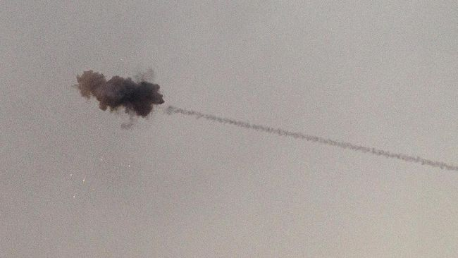 Angkatan udara Suriah menembak jatuh sejumlah rudal Israel yang diarahkan ke timur negara tersebut pada Rabu (12/6) dini hari waktu setempat.
