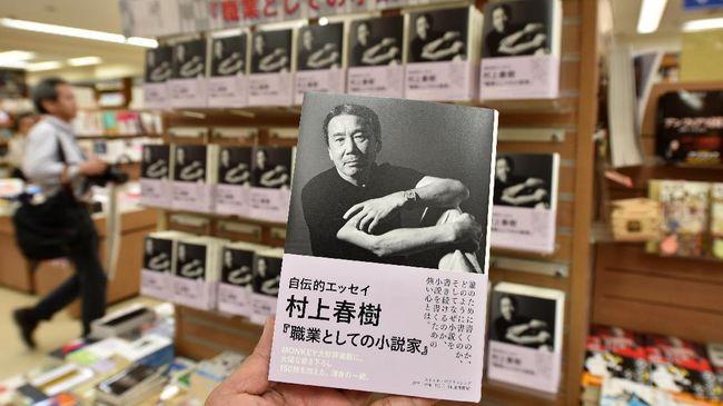 Lembaga sensor Hong Kong meminta buku baru Haruki Murakami, 'Killing Commendatore' dibungkus rapat dan disertai label peringatan.