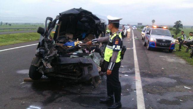 Kecelakaan Di Tol Cipali Enam Orang Meninggal