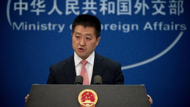 China melayangkan protes kepada Amerika Serikat setelah dua kapal angkatan laut Negeri Paman Sam berlayar di Selat Taiwan, Kamis (23/5).