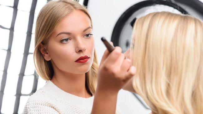 Sebuah label make-up terkenal MAC Cosmetics dikritik akibat 'idenya' untuk membuat sebuah tutorial make-up untuk sahur di bulan ramadan.