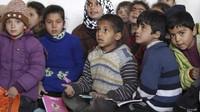 Lihat Pemenggalan dan Bom, Anak-Anak Raqqa Menderita