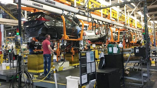 Trump mengkritik keputusan General Motors yang ingin memangkas 15 persen total pekerja dan menutup banyak pabrik di AS.