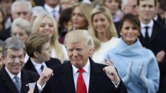 Dalam pidatonya perdananya sebagai Presiden Amerika Serikat, Donald Trump berjanji pada warga Amerika untuk membuat Amerika kembali hebat.