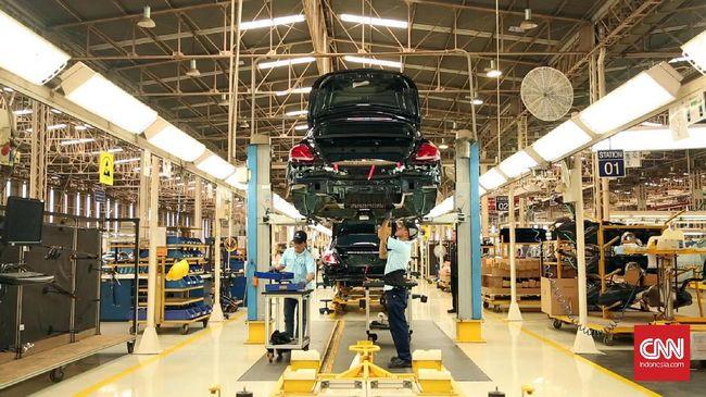 Perusahaan otomotif Honda dan Nissan menahan beban akibat pandemi corona di dunia hingga harus merumahkan sejumlah karyawan untuk menjaga keuangan perusahaan.