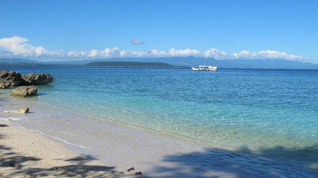 Destinasi wisata Pulau Moyo kerap dikunjungi pesohor dunia, karena keindahan alamnya dan juga nyaman untuk melakukan aktivitas secara privasi.