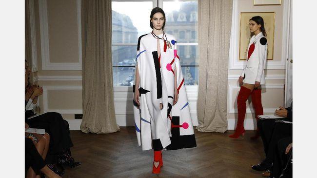 Schiaparelli bukan nama baru di dunia mode. Hiatus pada 1954 dan pamornya sempat meredup. Kini Schiaparelli kembali bangkit di panggung Haute Couture.