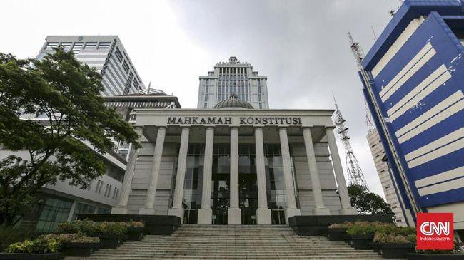 Terkait putusan soal OSO, Anggota DPD Muhammad Hafidz menggugat UU MK karena dianggap tak detail mengatur bahwa peradilan lain harus patuh pada putusannya.