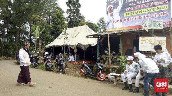 Tim Rizieq meminta PTPN VIII menunggu hasil mediasi soal lahan pesantren di Megamendung usai lahan itu diminta kembali cuma-cuma.