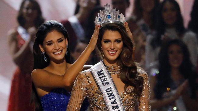 Saat ke Jakarta dalam rangka Puteri Indonesia 2017, Iris Mittenaere sebut Anggun sebagai orang yang berjasa melancarkan karirnya sebagai Miss Universe 2016.