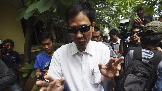 Sekretaris Umum DPP FPI Munarman bungkam dan langsung masuk ke dalam saat memenuhi panggilan Polda Metro Jaya terkait kasus dugaan penganiayaan Ninoy Karundeng.