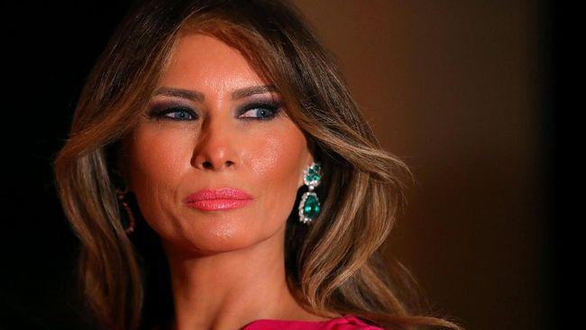 Orang Tua Melania Trump Resmi Jadi Warga Negara AS