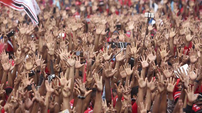 Pelanggaran terhadap protokol kesehatan terjadi di Pilkada Buru Selatan usai salah satu paslon menggelar kampanye terbuka dengan dihadiri ribuan warga.