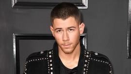 Hemat, Nick Jonas Naik Kereta Bawah Tanah ke Met Gala 2018