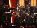 The Time & Bruno Mars Beri Tribute Memukau untuk Prince