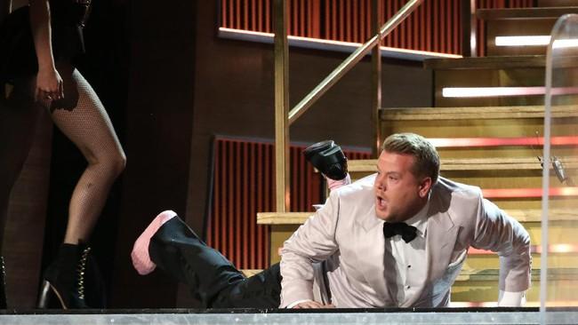 Dipandu James Corden, Grammy Awards 2017 yang bertempat di Staples Center Los Angeles, Minggu (12/2) malam berlangsung penuh tawa.