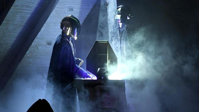 Ada setidaknya lima lagu yang mampu menggambarkan betapa ikonis Daft Punk bagi dunia musik dunia.