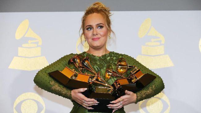 Ada biaya tambahan sekitar US$6 sampai US$8 juta saat Grammy Awards digelar di New York City, ketimbang di Los Angeles.