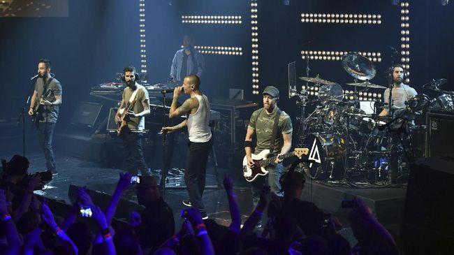 Vokalis Linkin Park, Chester Bennington ditemukan tewas gantung diri di kediaman pribadinya di Los Angeles.