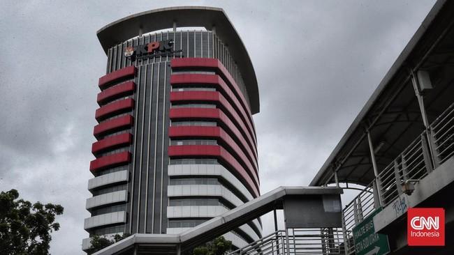 Kasus Juliari, Pejabat Kemensos Sambangi KPK Bawa Amplop