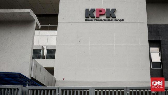 KPK menahan tersangka suap revisi alih fungsi hutan, Suheri Terta, usai bebas dari penjara dalam perkara lain.
