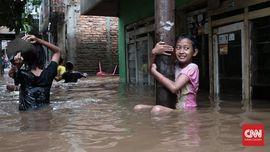 Warga Jakarta Bersiap Sambut Banjir Susulan