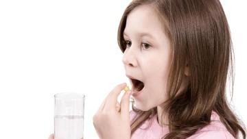 Upaya Ibu Atasi Anak yang Sulit Minum Obat dengan Soft Drink