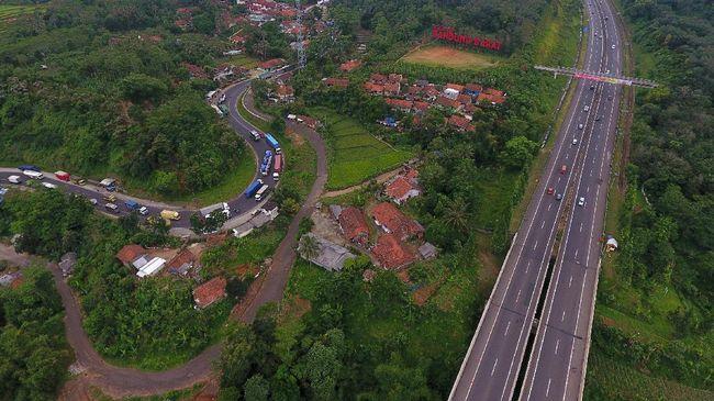 Jasa Marga dan Polda Jawa Barat akan memberlakukan rekayasa lalu lintas di tol Cipularang Jumat (21/2) pukul 08.00 WIB, usai melakukan ujicoba Kamis (20/2).