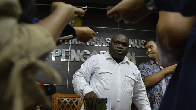 Wakil Ketua Komisi III DPR RI Ahmad Sahroni mengingatkan aksi rasial Ambroncius kepada Pigai berpotensi memunculkan konflik perpecahan di tengah masyarakat.