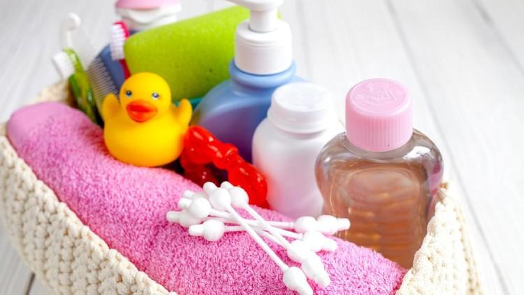 Perhatikan kiat-kiat ini untuk memilih produk bayi yang aman bagi buah hati ya, Bun.