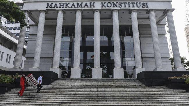 Polisi menangkap pria berinisial TFQ karena melakukan tindak pidana menyebarkan hoaks yang mencemarkan nama baik Mahkamah Konstitusi (MK).