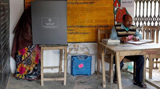 India hari ini menggelar pemilihan umum. Sejumlah partai dan kandidat perdana menteri akan memperebutkan 900 juta suara pemilih.