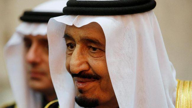 FILE PHOTO: Saudi Arabia's King Salman is seen during U.S. President Barack Obama's visit to Erga Palace in Riyadh January 27, 2015.  REUTERS/Jim Bourg/File Photo