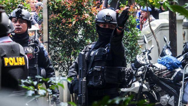 Buron kasus terorisme YI ditangkap di Sukabumi, Kamis (6/5), lantaran diduga terkait perencanaan pemboman.