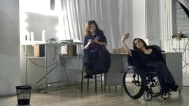 Kursi Roda Tak Hentikan Alexandra Kutas Berekspresi