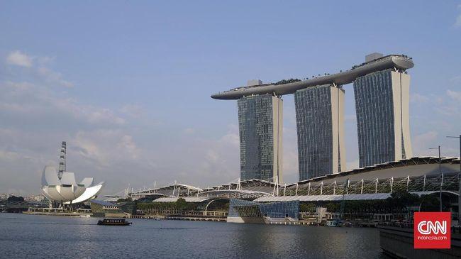 Jalanan dan transportasi umum di Singapura sepi di hari pertama pemerintah memberlakukan aturan agar warganya tetap tinggal di rumah.