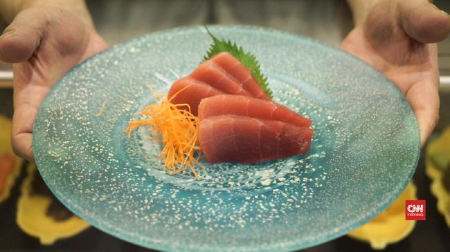 Tanggal 2 Mei diperingati sebagai hari ikan tuna sedunia, di dunia kuliner ikan ini sendiri populer dalam bentuk tuna kaleng dan sushi atau sashimi.