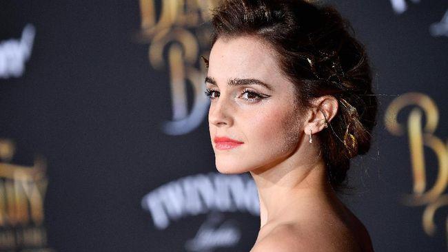 Manajer Emma Watson membantah kabar aktris Inggris tersebut pensiun berakting karena fokus menjalin kehidupan dengan pasangannya.